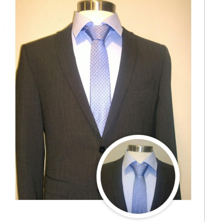 Pak grijs met blauw hemd en blauwe das met motief