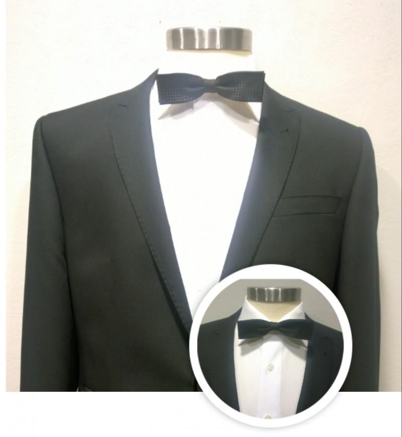 Pak zwart met wit hemd en zwarte strik met motief